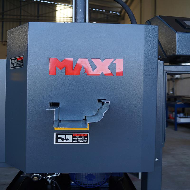 Máquina dobradeira de chapa